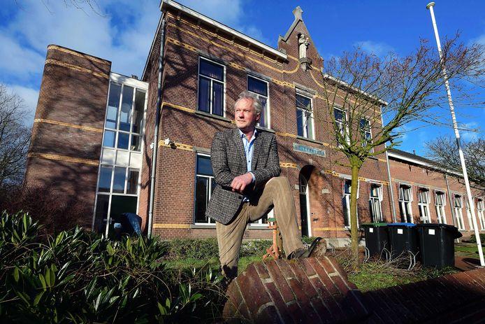Schrijver en documentairemaker Frans Mouws woont sinds kort in De Lepelaar.