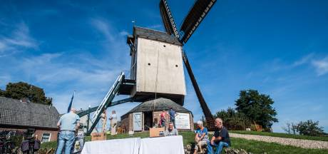 Bier en worst proeven bij monumentale molen