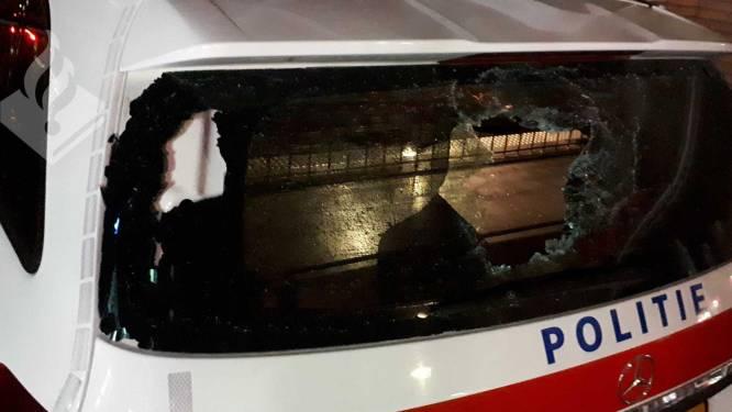 Achterruit van politieauto sneuvelt bij onrustige nacht in Beilen