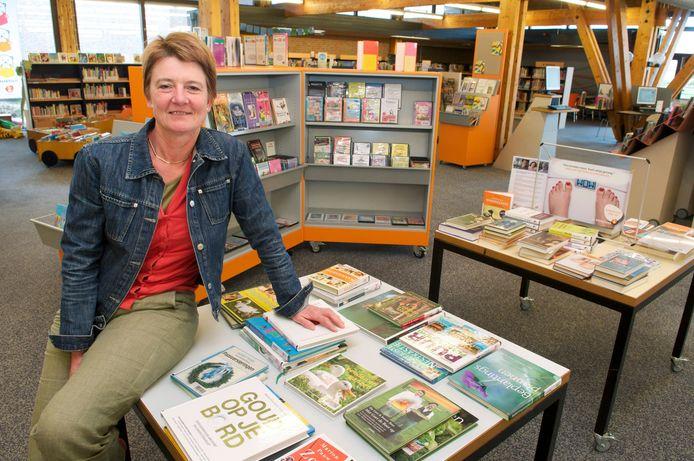 Directeur Lianna Busser op een archieffoto is de nog niet verbouwde bibliotheek van Dieren.