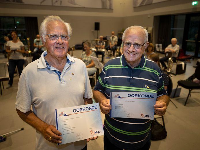 Jan Nillesen en André Verberne zijn 65 jaar lid van Harmonie de Volharding uit Waalre.