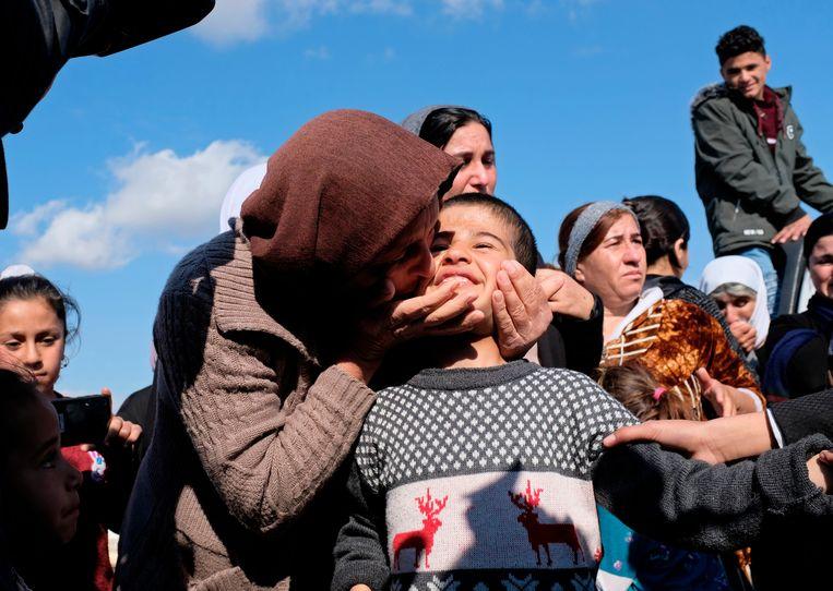 Een jezidi-kind dat werd herenigd met familie in 2019. Beeld AP