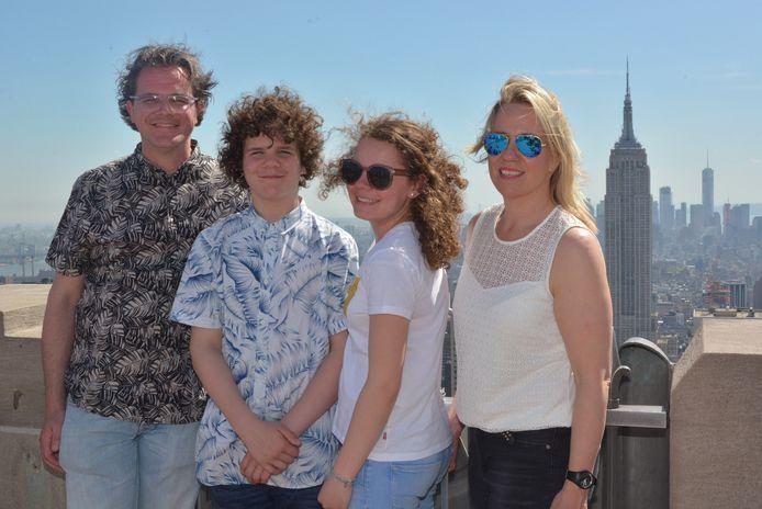 In Liefdevolle Herinnering Remko Snoeys. Remko met zoon, Remko in tandartspraktijk en Remko met gezin in New York