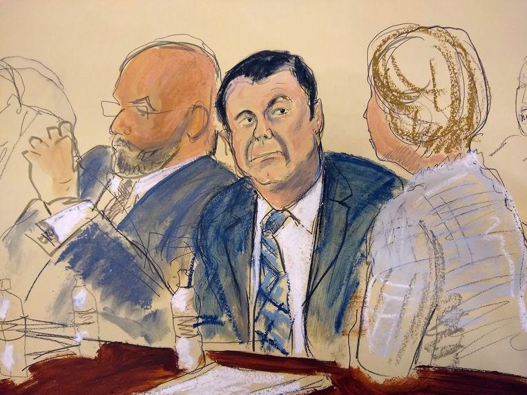 Joaquin 'El Chapo' Guzman (centraal) in de rechtszaal.