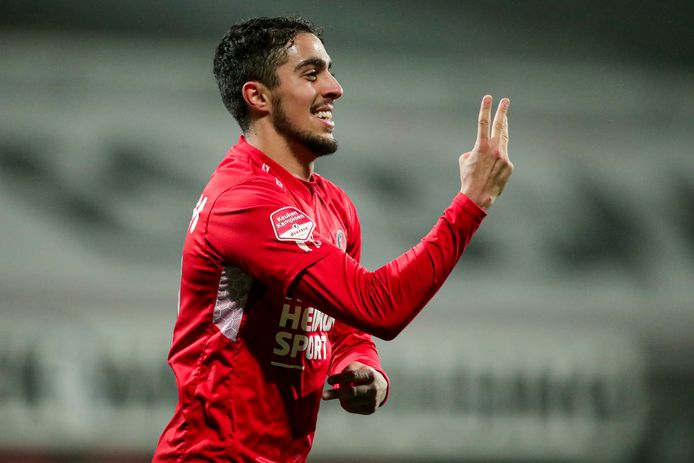 Karim Loukili was de grote man tijdens de eerste wedstrijd van het betaalde voetbal in 2021. Hij maakte een hattrick voor Helmond Sport.