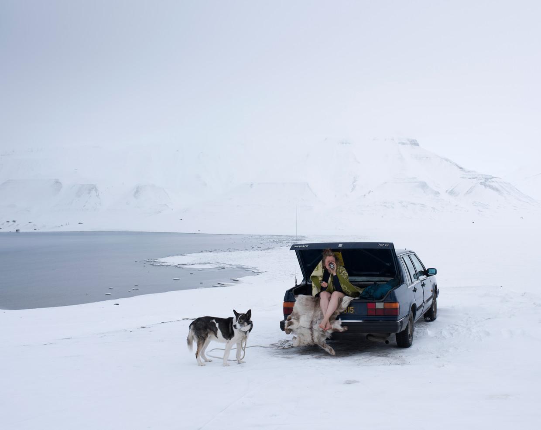 Sarah Gerats: Taaie noordpoolbewoner die ze intussen is, slaapt ze onder de rendiervellen in de kofferbak van haar oude Volvo.