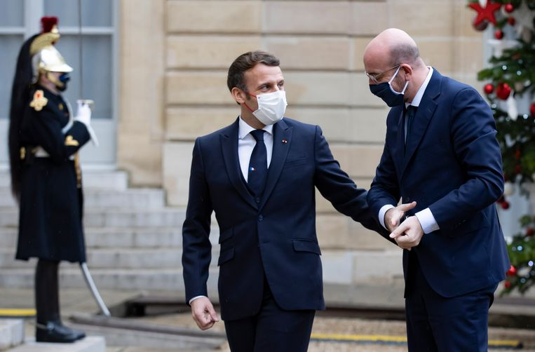 Macron had maandag nog contact met Charles Michel. Beeld EPA