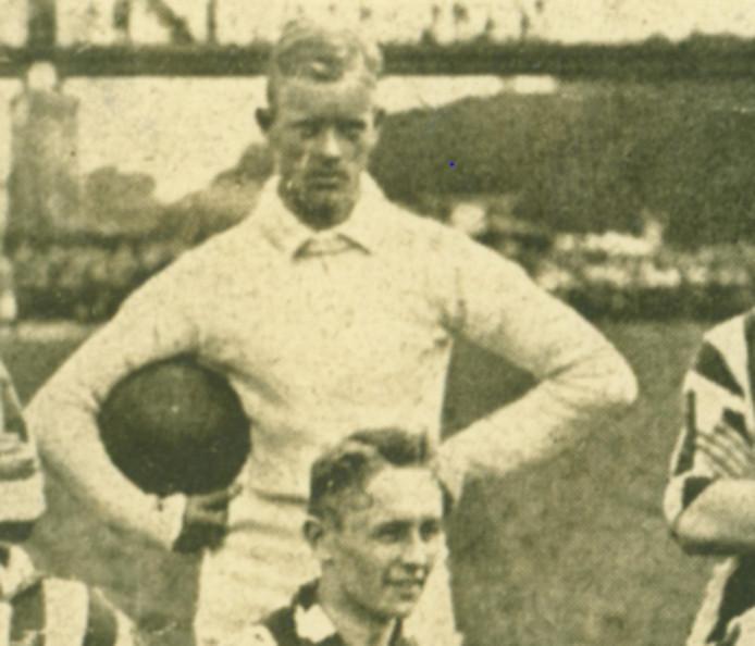 Walter van den Bergh was de doelman van het kampioenselftal. Hij was tevens opgenomen in de directie van een van de grootste textielfabrieken in Tilburg.