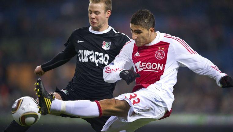 Aras Ozbiliz (R) van Ajax in duel met Nathaniel Will (L) van NEC. Beeld anp