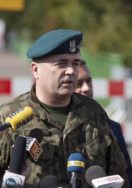 Legerkolonel Artur Talik legt tijdens een persconferentie uit dat experts het gebied gaan inspecteren.
