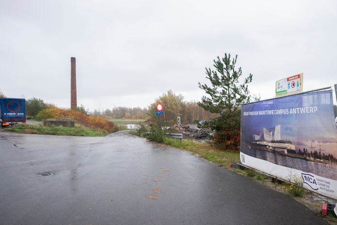 De Maritieme Campus Antwerpen (MCA) verrijst op de terreinen van de vroegere BP-oliefabriek.