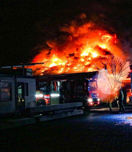 Grote brand bij houtverwerkingsbedrijf in buitengebied Gemert