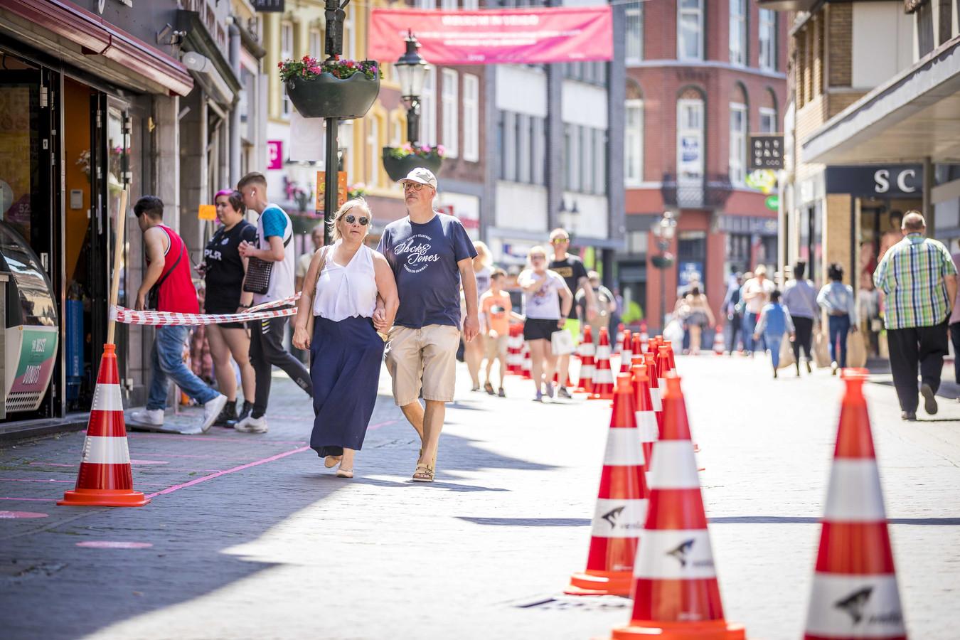 66% van de Nederlanders vindt een levendige winkelstraat in hun woonplaats essentieel. Liefst 64% maakt zich zorgen over het voortbestaan daarvan.