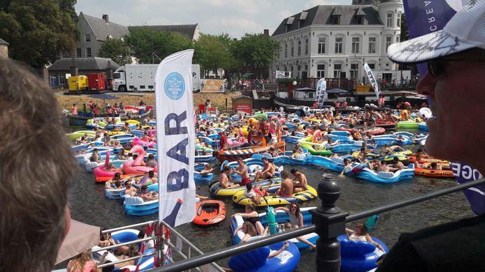 Drukte op het water bij Breda Drijft.