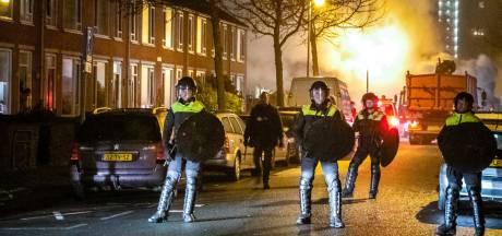 Rellende jongeren vallen agenten aan in Drenthe: 'Het leek wel oorlog, het vuurwerk vloog ons om de oren'