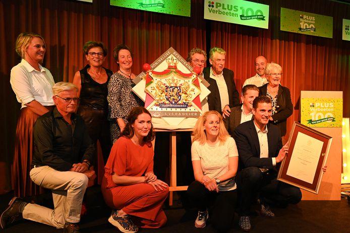 Feestje voor de familie Verbeeten zaterdagavond in zaal Concordia in Vierlingsbeek. 100 of 175 jaar? Het is maar een getal. Het predicaat Hofleverancier is binnen.