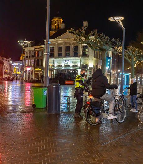 Kan politie dreigende avondklokrellen in Ommen in kiem smoren?