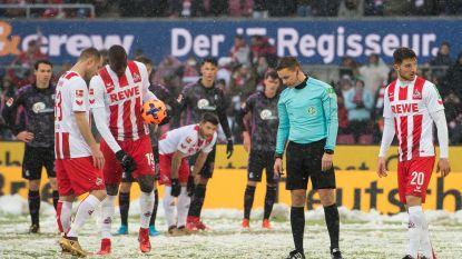 Waar is de penaltystip? Sneeuw zorgt voor vreemde taferelen in kelderduel in de Bundesliga