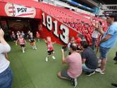 """Jonge PSV-fans op bezoek in het stadion: ,,Is dit de douche van Phoxy?"""""""