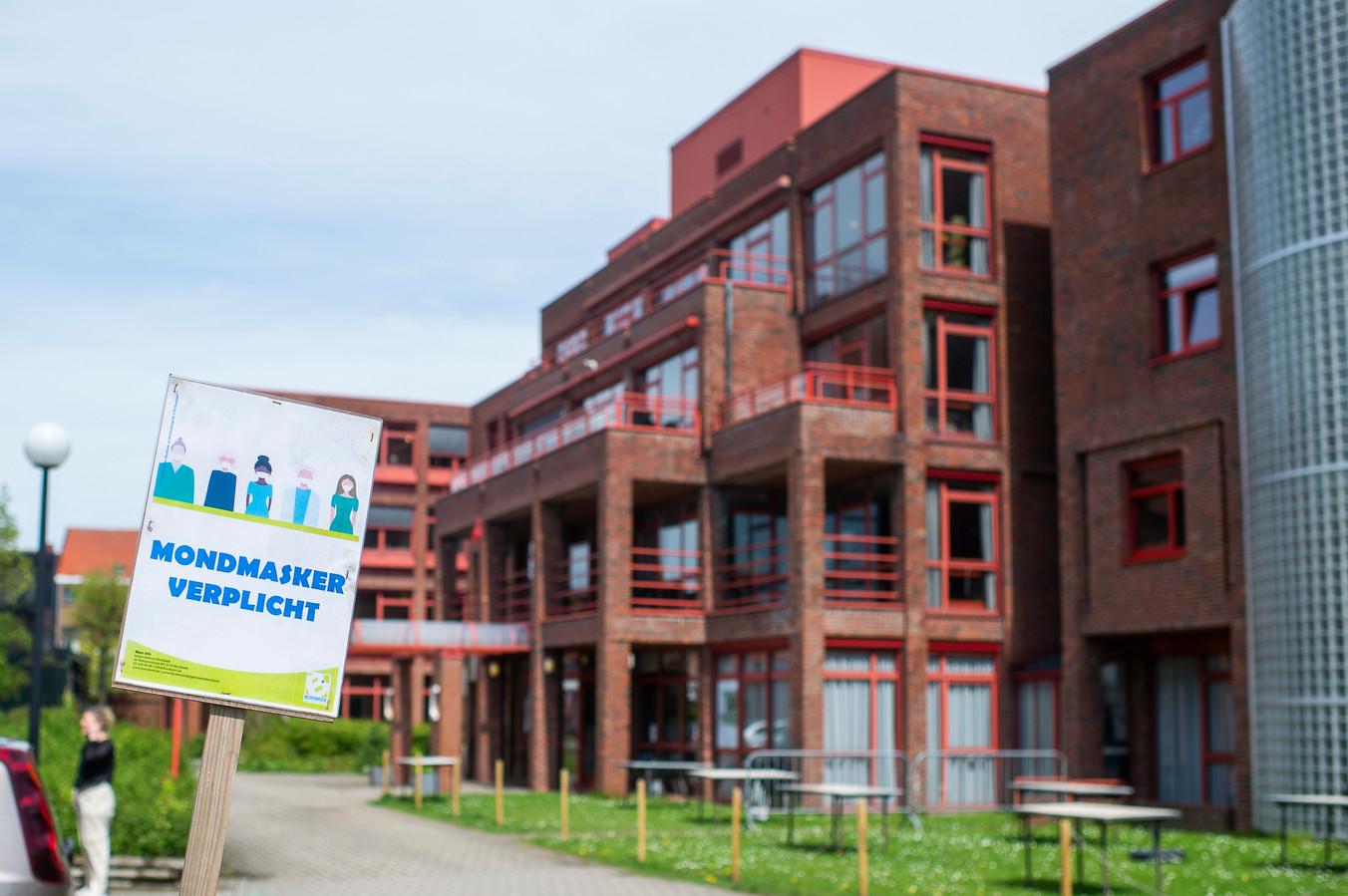 Na een grote testronde in woonzorgcentrum Compostela blijkt  dat slechts één extra bewoner positief testte op het virus. De vier andere besmette bewoners stellen het goed.