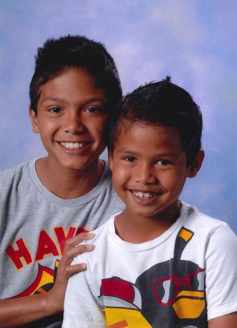 De politie is dringend op zoek naar de twee vermiste broertjes Weslen (L) en Kayo. Beeld ANP Communique