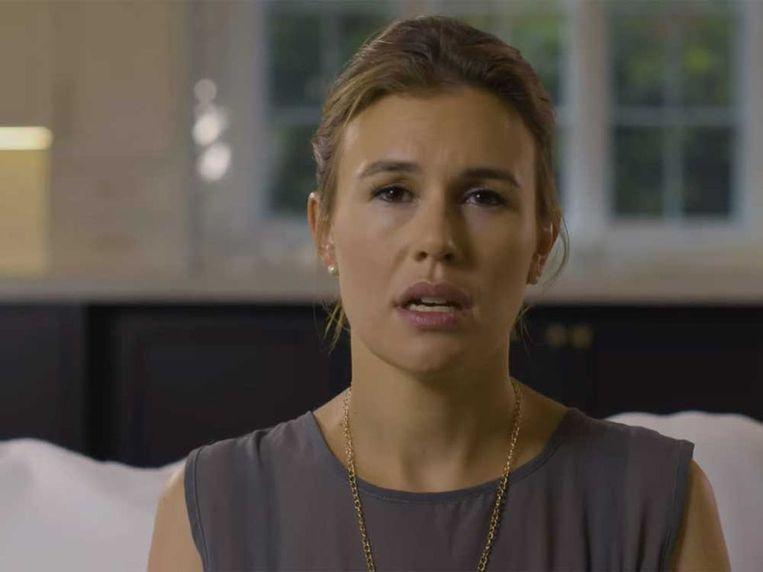 Alexandra Zarini in een filmpje waarin zij haar stiefvader en moeder beschuldigt van jarenlang misbruik Beeld privébeeld