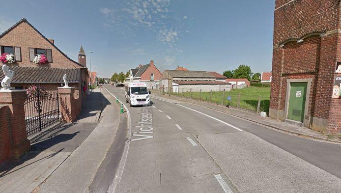 de Vichtsesteenweg, in het gehucht Heerweg bij Anzegem