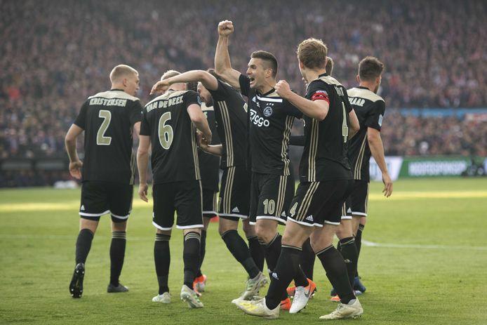 Ajax won in een overvolle Kuip in 2019 de finale van de TOTO KNVB-beker.