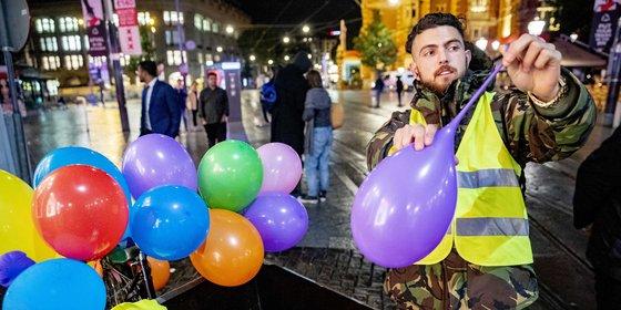Blokhuis wil verbod op lachgas, maar zijn coalitiegenoten D66 en VVD zien dat niet zitten