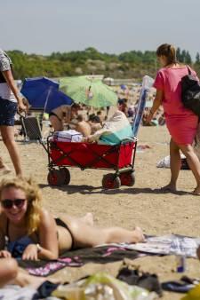 Quackstrand in Hellevoetsluis krijgt Blauwe Vlag voor schoon strand