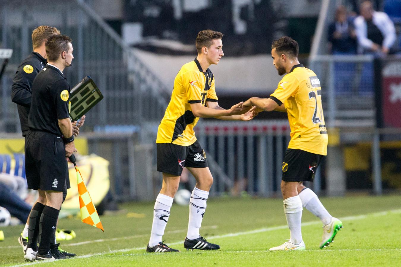 Debuut van Bodi Brusselers, tegen Jong FC Utrecht in het seizoen 2016-2017. Hij vervangt Mounir El Allouchi en scoort vijf minuten later.