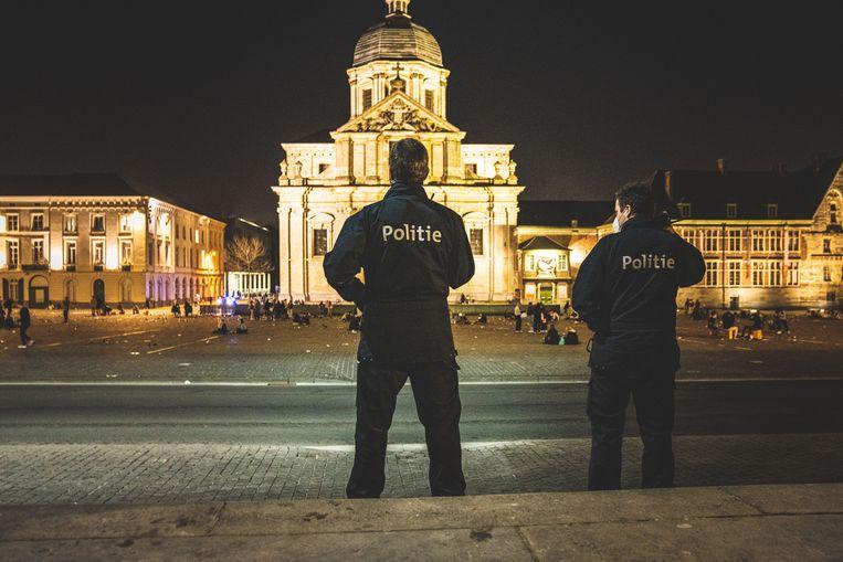 Archiefbeeld: de politie patrouilleert in de omgeving van de Overpoort. Beeld Wannes Nimmegeers