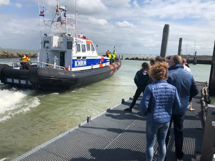 Bezoekers stonden in de rij voor een tochtje met de reddingboot van de KNRM.