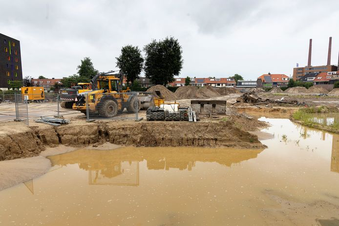 De sanering van het terrein van voormalig Philipsbedrijf Eindhoven Druk aan de Cederlaan wordt momenteel afgerond. Hier komen 200 woningen in alle soorten en maten. FOTO KEES MARTENS/DCI MEDIA