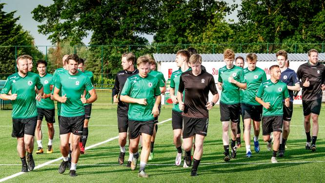 """Sparta Petegem start eerste trainingsblok: """"Na acht maand zonder voetbal extra aandacht voor knieën en liezen"""""""