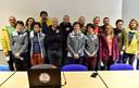 Onderzoeker Christian Clot (3L, eerste rij) met de veertien vrijwilligers voor ze begonnen aan hun grotavontuur.