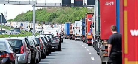Reddingsstrook maken en niet appen: zo moet je je gedragen tijdens een file in Duitsland