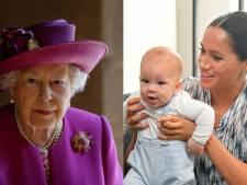 """Elizabeth II souhaite un bon anniversaire à Archie avec une photo """"très gênante"""""""