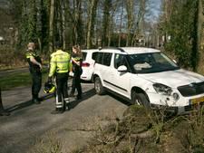 Automobiliste gewond bij botsing met betonblok in Oosterbeek