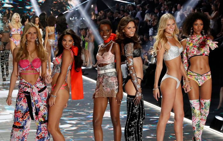 Victoria's Secret Angels op de catwalk tijdens een modeshow in New York.