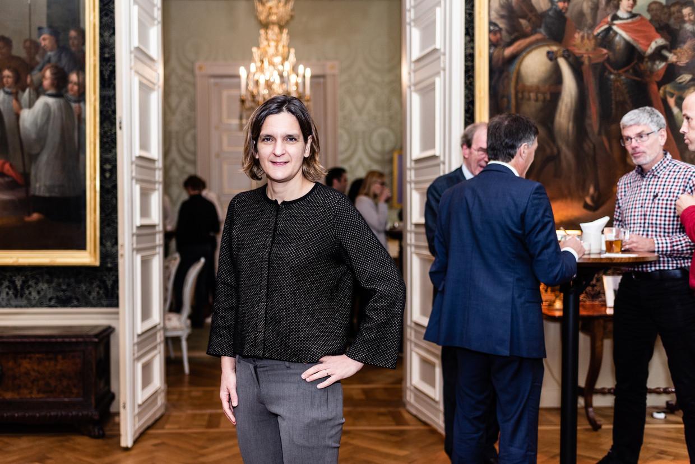 Esther Duflo tijdens de pauze van haar lezing in Utrecht. 'Het rationele zelfbeeld van hoge ambtenaren klopt niet.' Beeld Katja Poelwijk