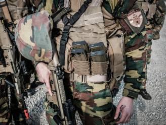 Dedonder: twaalfde militair met mogelijke banden met extreemrechts krijgt maatregelen opgelegd