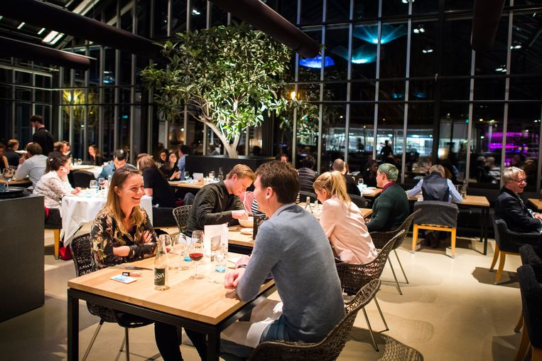 De Kas kreeg een groene ster, omdat het restaurant zich dagelijks inzet voor een verantwoorde toekomst. Beeld Mats Van Soolingen