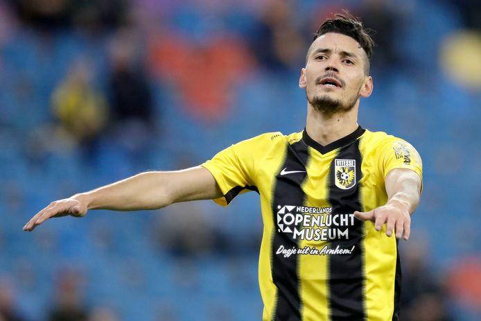 Oussama Darfalou keert na een huurperiode bij VVV weer terug bij Vitesse. De Algerijn wil in Arnhem de eerste spits worden.