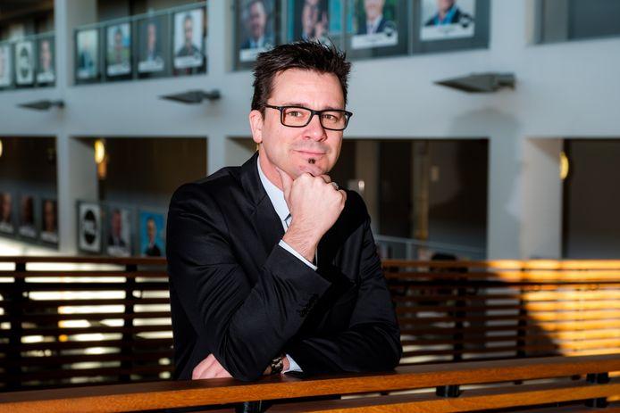 """""""De klemtoon van onderwijs ligt niet op de gebouwen, maar op de verbinding met de samenleving"""", zegt directeur Ben Lambrechts."""