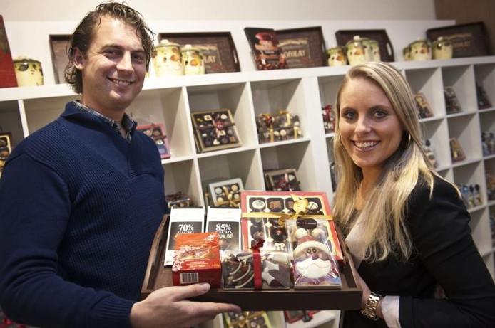 Henk-Jan en Ellen in hun chocolaterie. foto Ron Magielse/het fotoburo