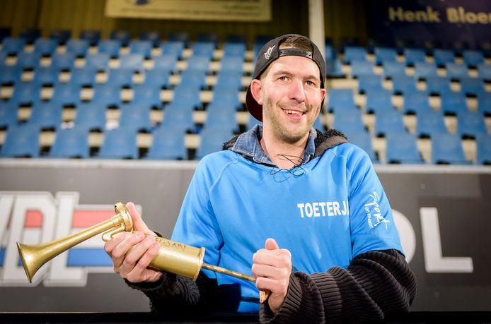 Toeterjan in het Jan Louwers Stadion van FC Eindhoven.