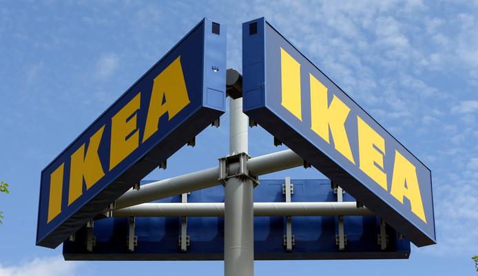Tot nu toe zijn producten van de meubelgigant alleen officieel te koop in de woonwarenhuizen van Ikea en via de eigen webshop.