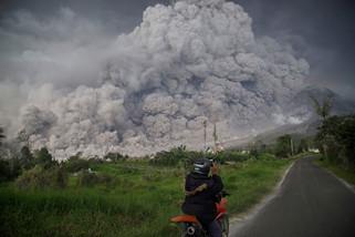 fotoreeks over Sinabung barst opnieuw uit op Indonesië