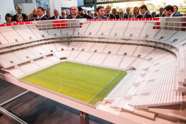 De maquette van het Eurostadion. Of het er ooit komt, is nog maar de vraag, nadat de EUFA Brussel buitenspel zette als gaststad. Beeld BELGA